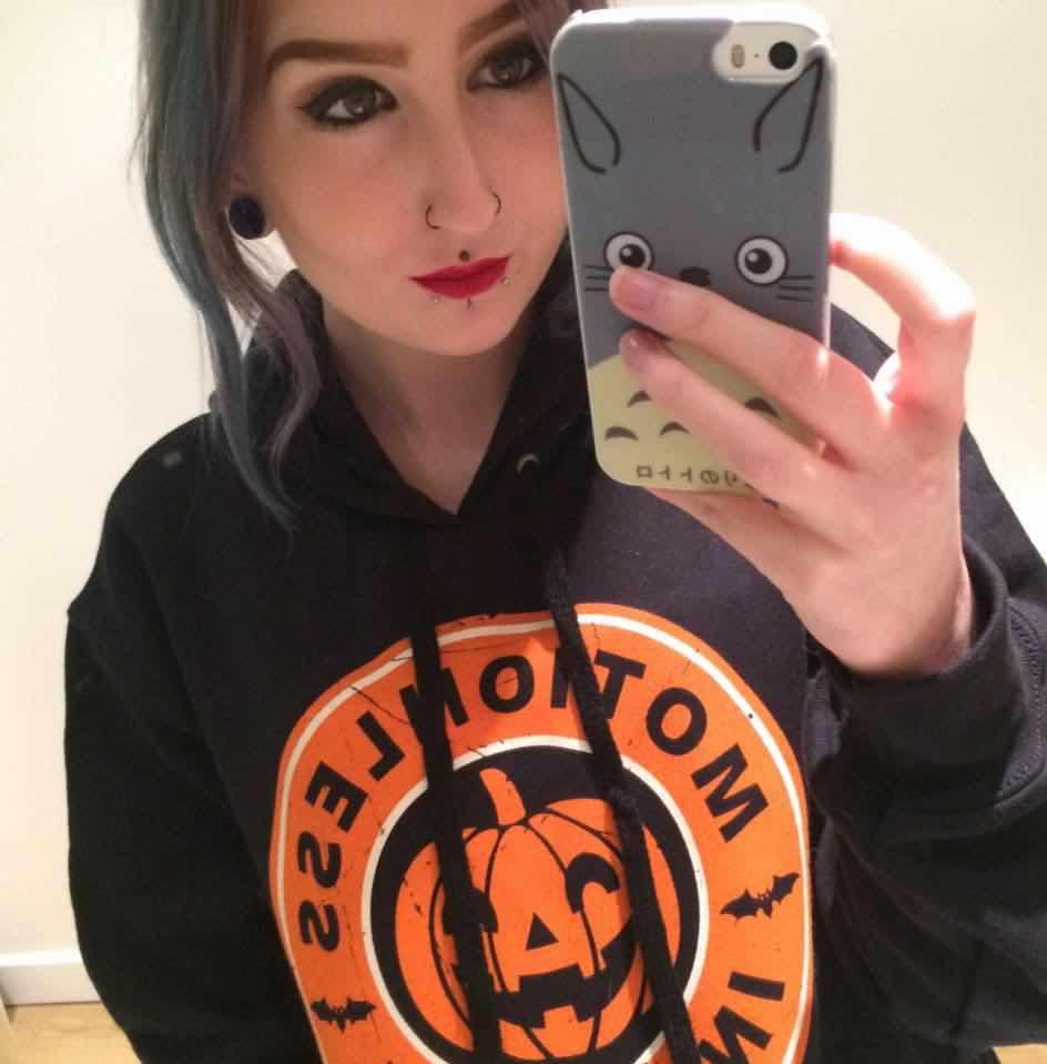 Aimee Rouski scatta un selfie