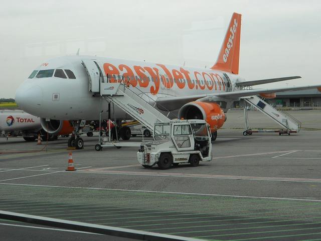 Fumo nella cabina dell'aereo, volo Easyjet costretto all'atterraggio d'emergenza a Malpensa