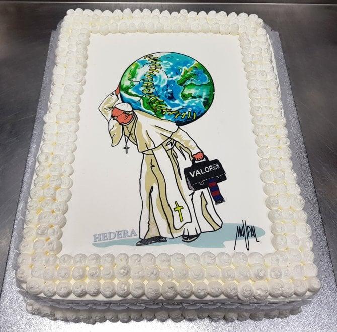 Buon Compleanno papa Francesco: la torta per gli 81 anni