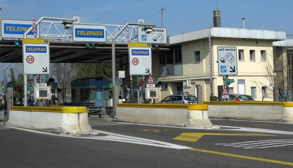 Autostrade, che stangata: aumentano i pedaggi, anche del 14% su alcune tratte