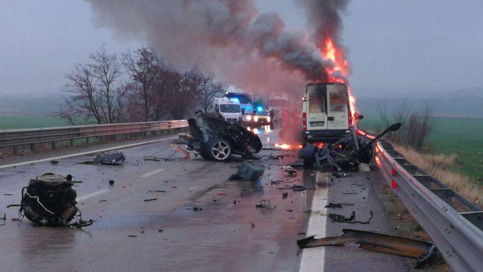 Incidenti stradali: scooter contro furgone e auto, un morto