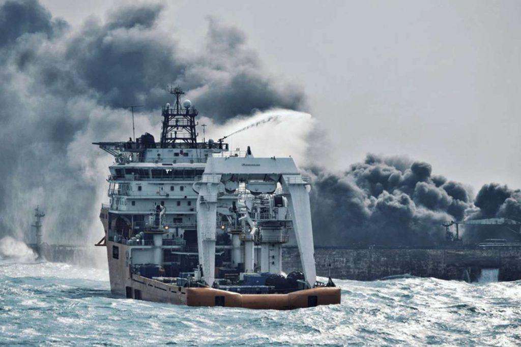 Cina, affonda petroliera con 136mila tonnellate di greggio