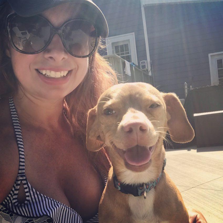Cane salva la vita della padroncina annusandola: aveva un tumore Video