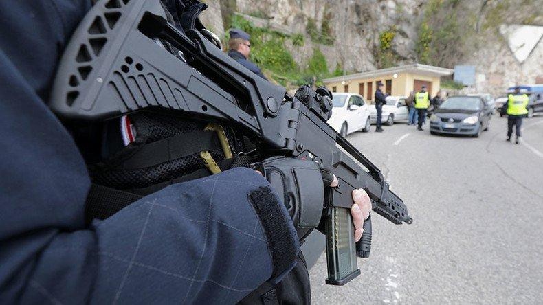 Francia, ucciso il terrorista che aveva preso ostaggi a Trèbes