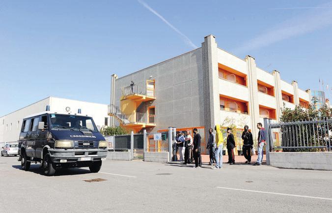 Migrante colpisce gravemente il gestore di un centro d'accoglienza nel Milanese