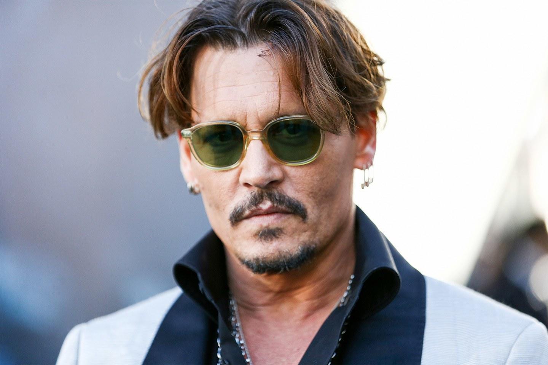 Sembrava risolto l arcano delle condizioni di salute di Johnny Depp e  invece il mistero si infittisce e la preoccupazione dei fans aumenta. 47837c6bc428