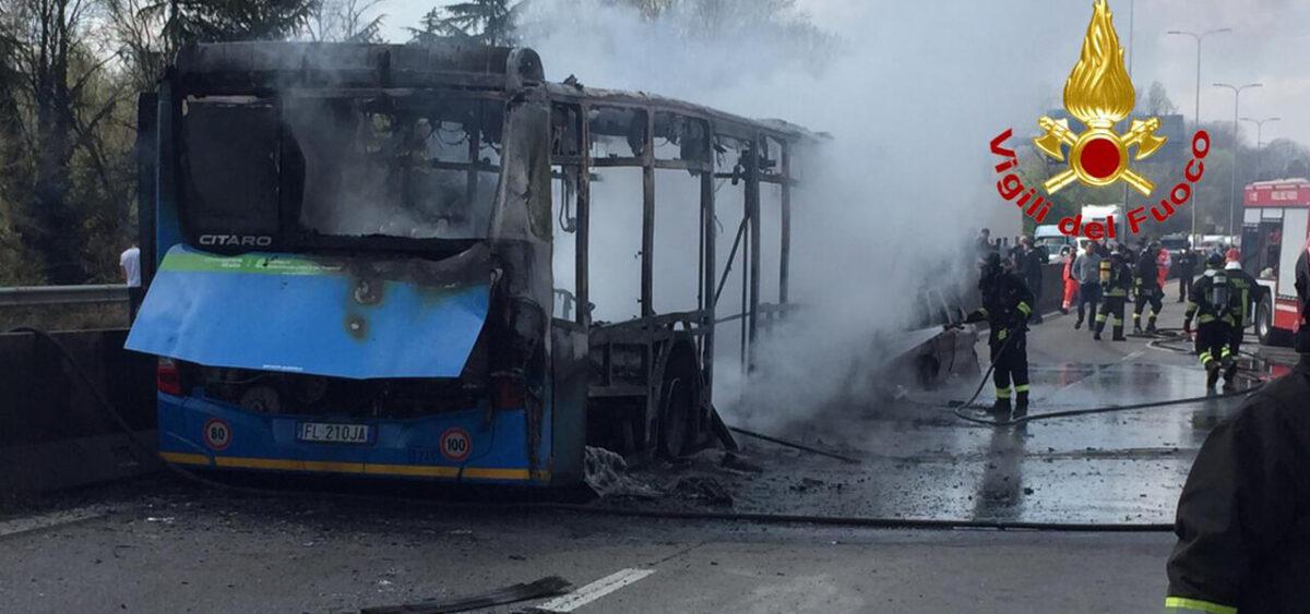 """Bus a fuoco, l'autista senegalese ha cambiato versione: """"Ecco perché l'ho fatto"""""""