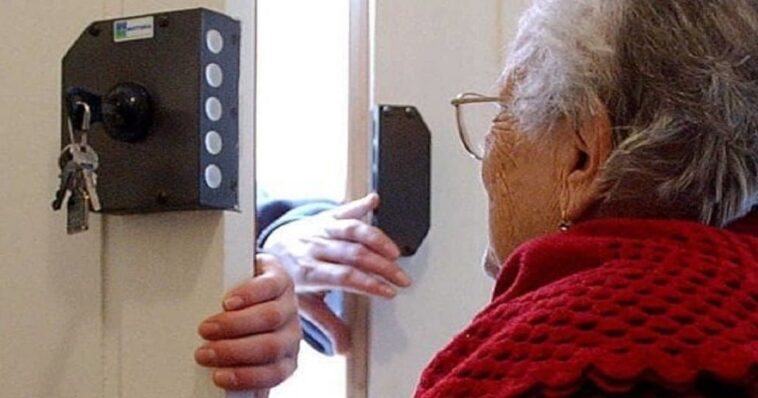 Anziana ascolta Radio Maria a tutto volume, minacciata dal vicino di casa