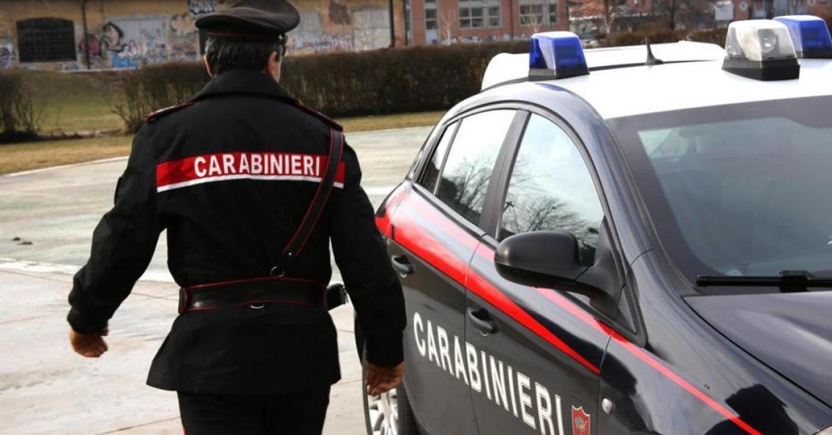 A Bologna un carabiniere è stato sorpreso mentre rubava in un negozio