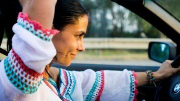Chi guida meglio: l'uomo o la donna? Uno studio ha risposto a questa domanda
