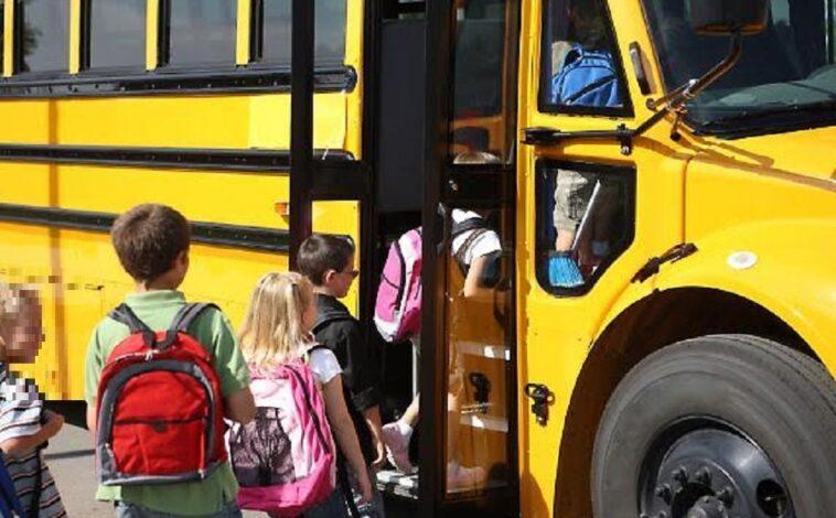 Bimbo di 3 anni dimenticato in una scuolabus per 5 ore: salvato dalla madre