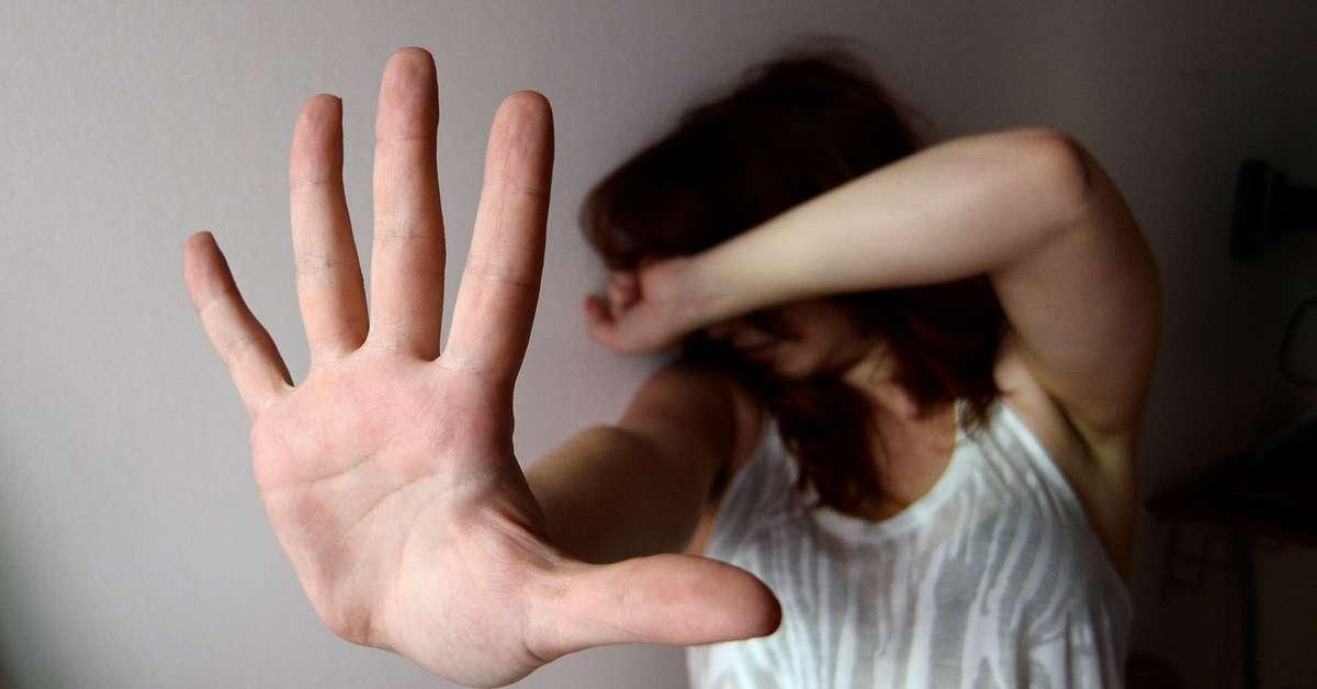 Napoli, 24enne abusata alla stazione: fermati tre giovani