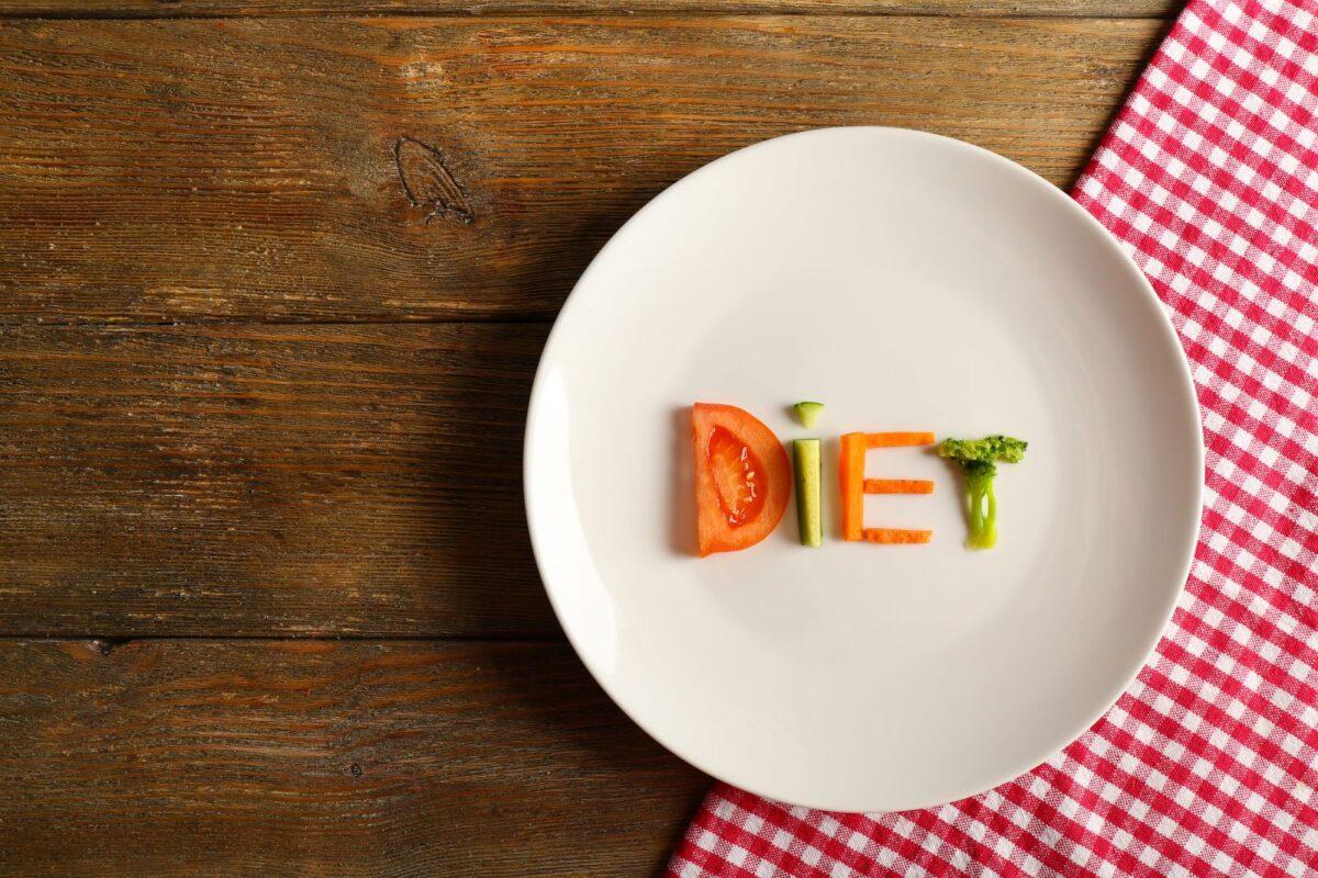 piatto con scritto dieta