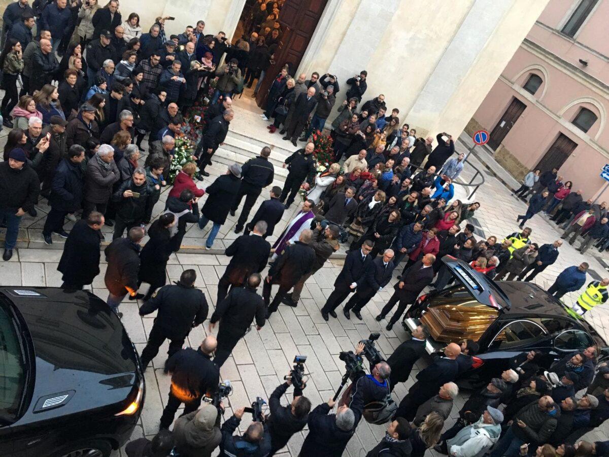 Al Bano, i funerali di mamma Jolanda: Loredana c'era, Romina