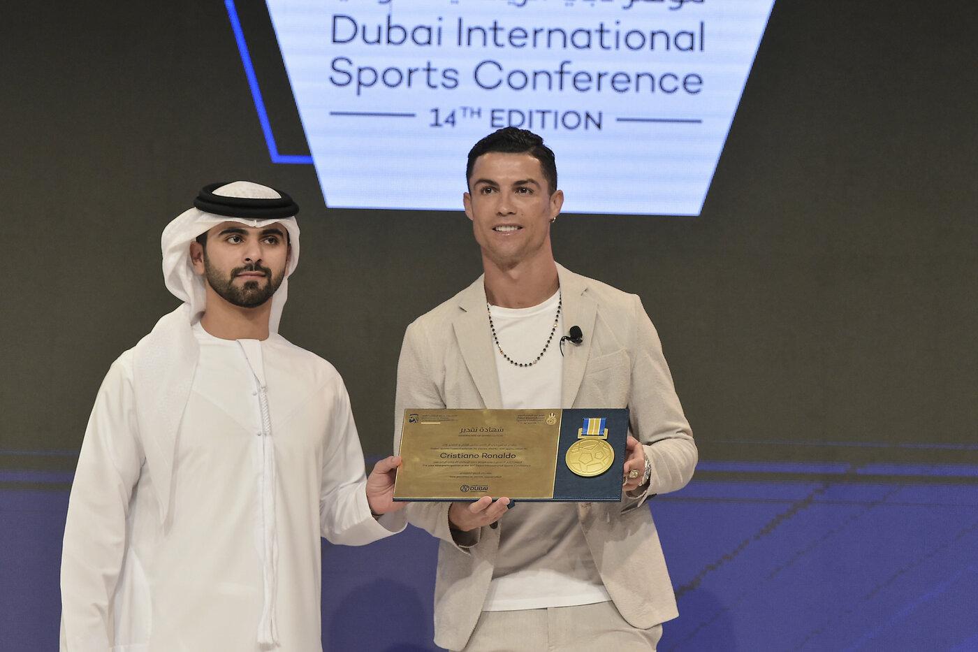 Ronaldo ritira premio a Dubai
