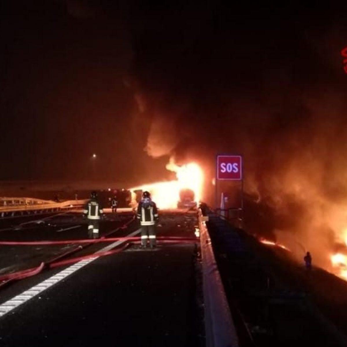 Inferno sull'autostrada A4: esplode tir, carbonizzato l'auti