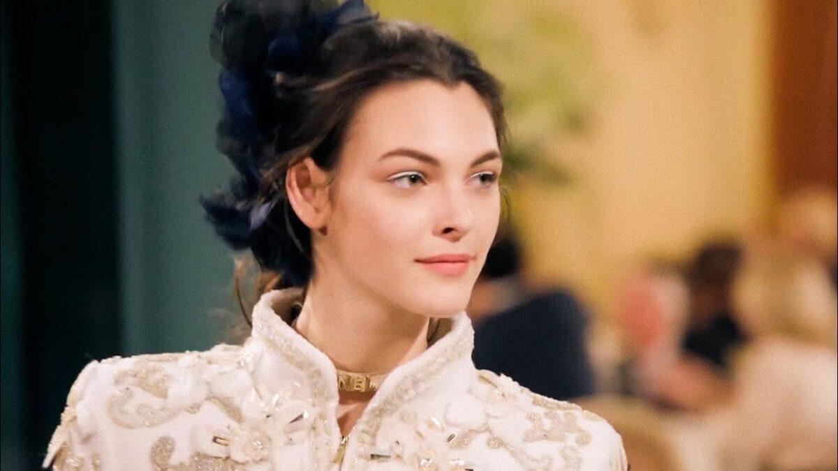 Chi è Vittoria Ceretti, la modella che ha stupito nelle sfil