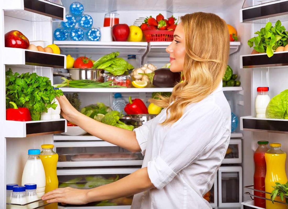disposizione cibo frigo