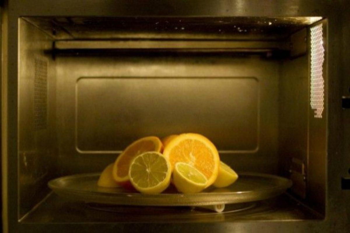 Pulire il forno con limone