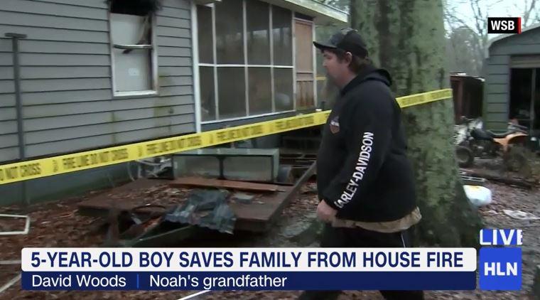 Il nonno di Noah Woods fuori dalla casa