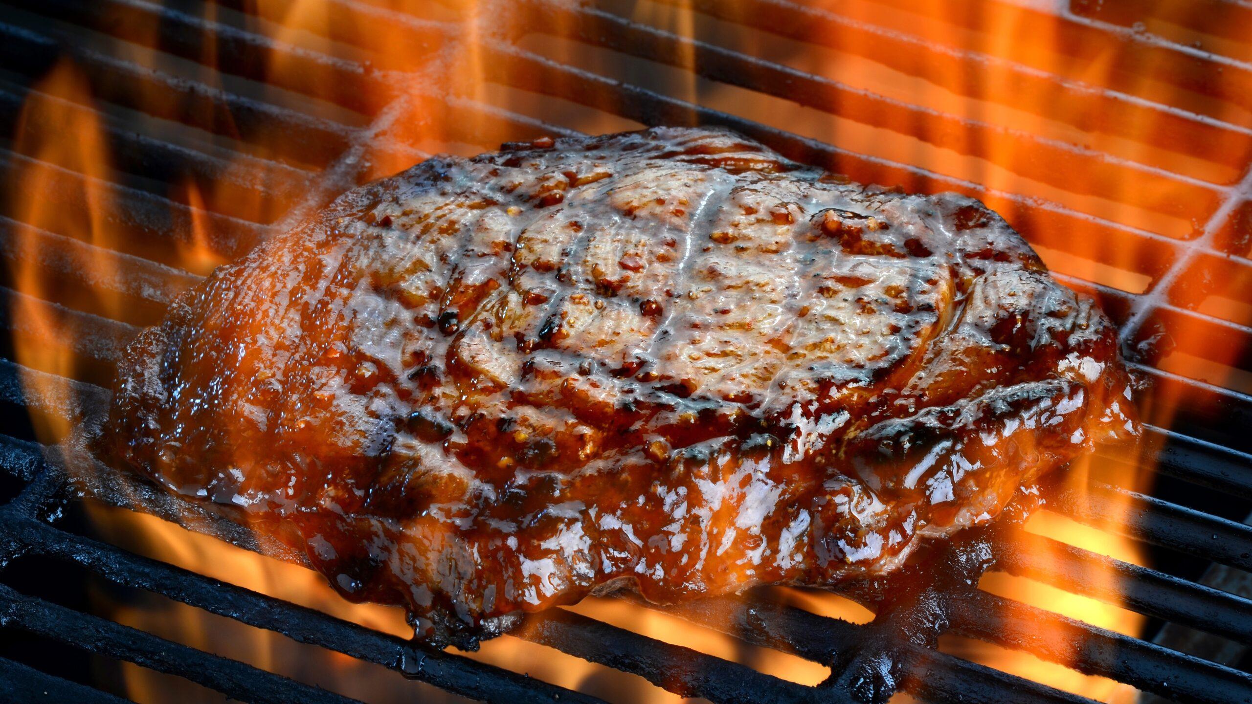 carne alla griglia bruciata