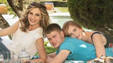 Lorella Cuccarini con i figli nella sua casa alle porte di Roma