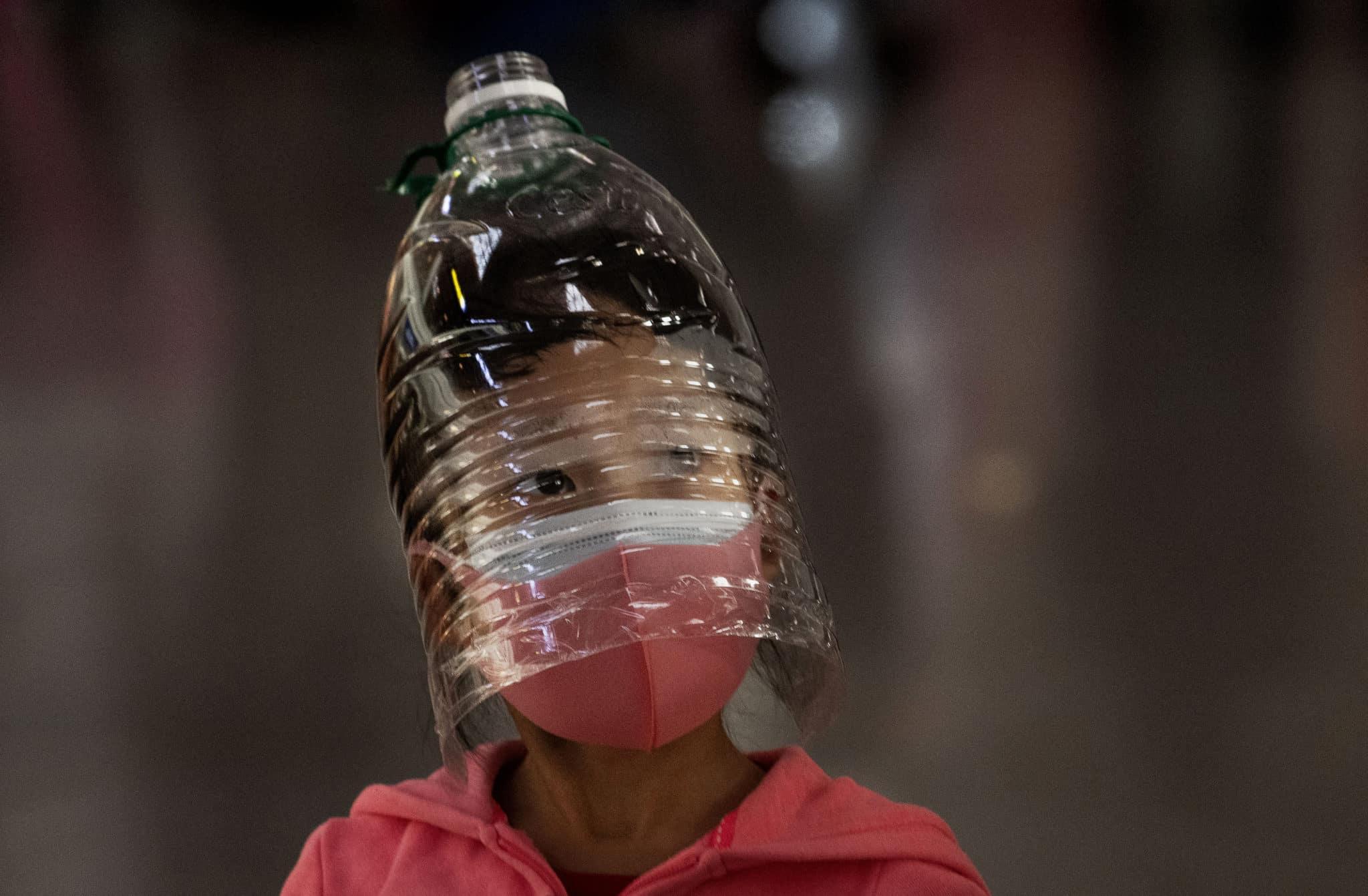 coronavirus-foto-bambino-bottiglia