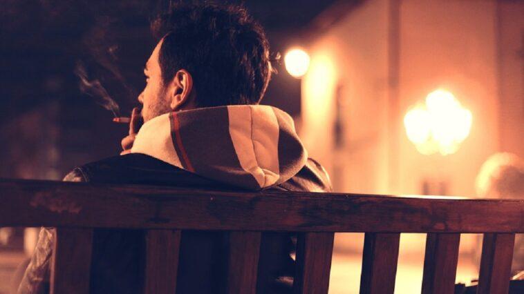ragazzo su panchina