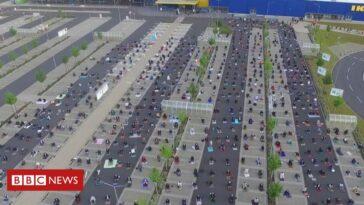 Centinaia di musulmani in parcheggio Ikea