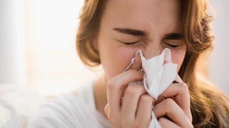 donna con il raffreddore
