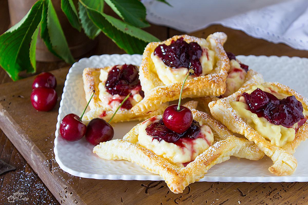 Sfogliatine con crema e ciliegie