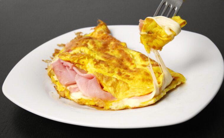omelette prosciutto e formaggio