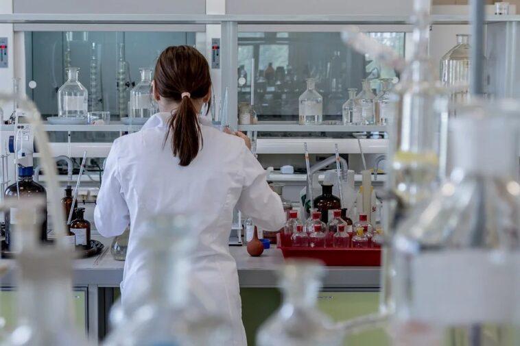ricercatrice laboratorio
